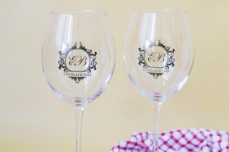 2 бокала для вина